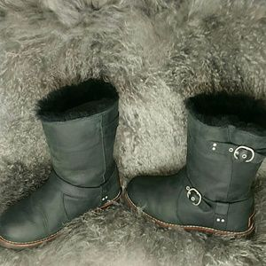 a6a0419cd34 Ugg Noira black size 5
